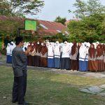 Calon Siswa Baru MAN 1 Pidie Mendengar Arahan Kepala Madrasah